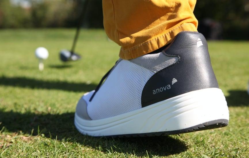 Golf spielen mit Anova Schuhen
